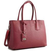 Tasker Dame Shopping Christian Laurier PIA rouge